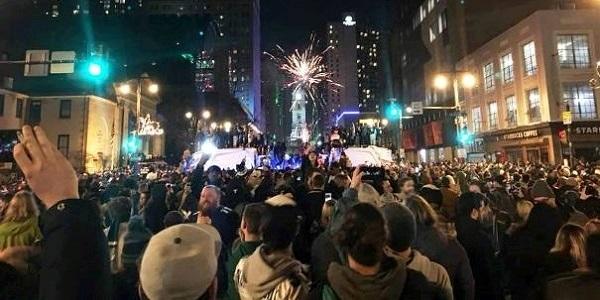 Philadelphia Eagles Win The Super Bowl - Broad Street and City Hall.   160e84145